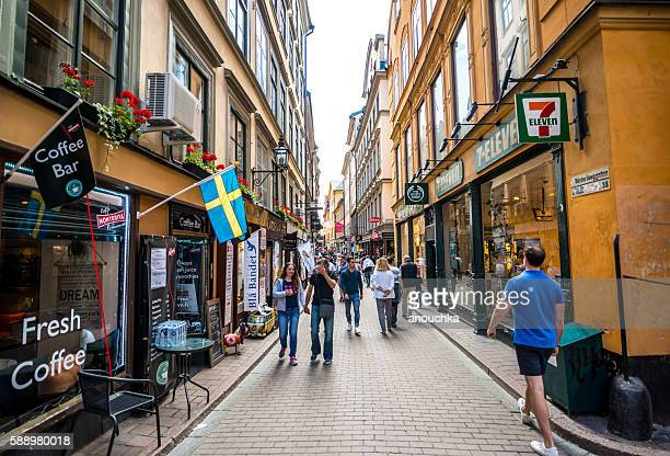 crowds of tourists exploring gamla stan, stockholm, sweden - stockholm stock pictures, royalty-free photos & images