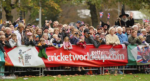 Crowds on hand to meet the Royals during the countdown to the 2015 ICC Cricket World Cup at Latimer Square on April 14 2014 in Christchurch New...