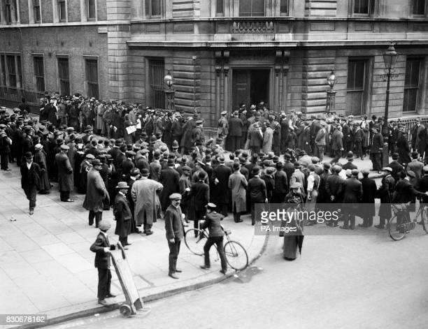 Crowds outside Bow Street court for the Roger Casement Trial Casement was an Irish patriot poet revolutionary and nationalist He was a British consul...