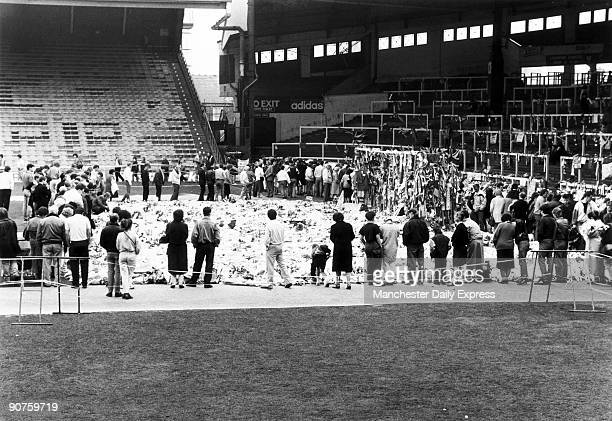 Crowds paying tribute to the Kop end at Anfield football ground On 15 April 1989 96 football fans men women and children were crushed to death during...