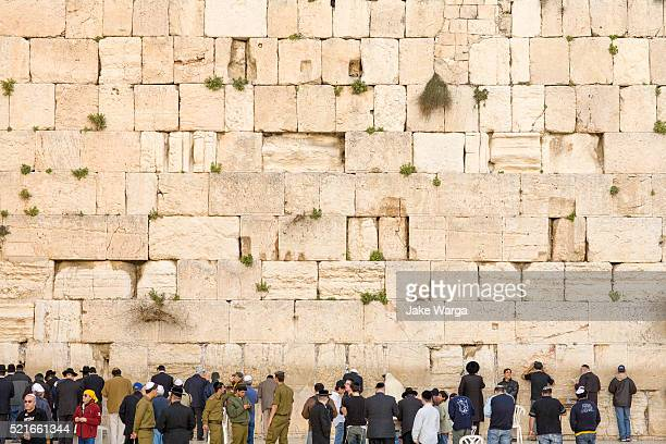 crowds preying at the western wall, wailing wall or kotel, old jerusalem, israel - jake warga stock photos and pictures