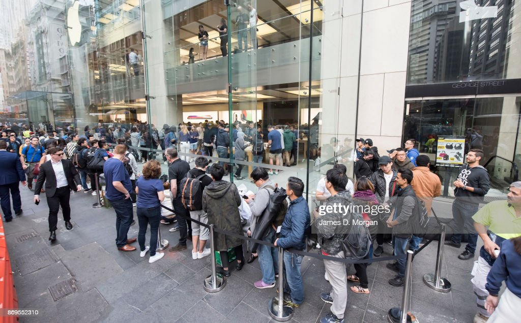 The People Waiting In Line For A New Iphone Don T Know What They