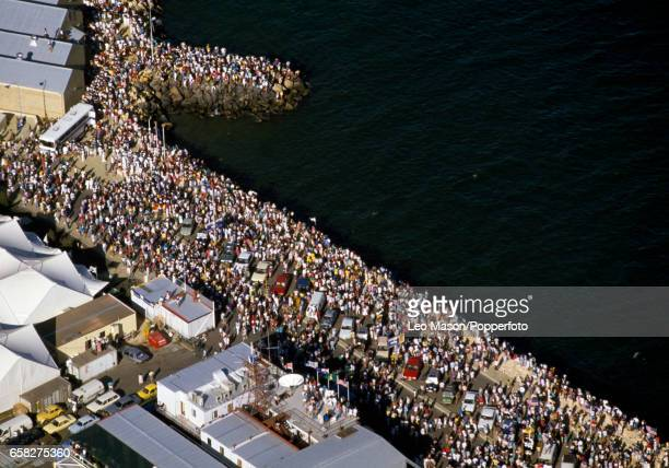 Crowds watching Stars & Stripes 87 win over Kookaburra III during the America's Cup final off Fremantle, Australia on 4th February 1987.