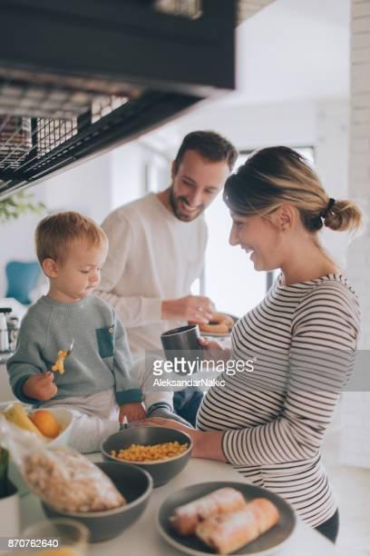 crowdy in our kitchen - vertical imagens e fotografias de stock