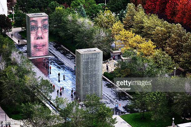 crown fountain in chicago - millenium park stock photos and pictures