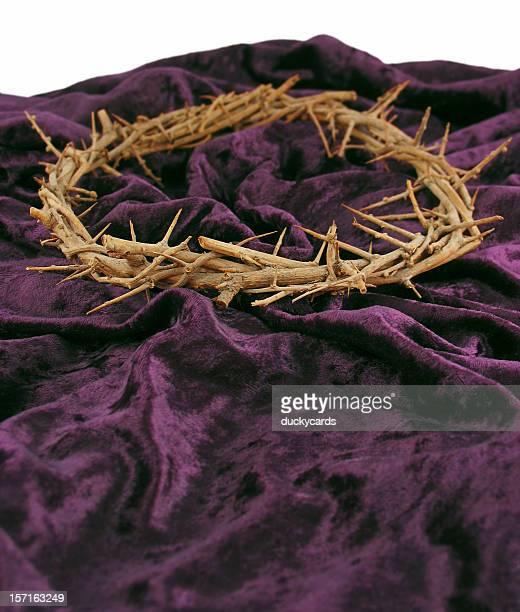 coroa de thorns & roxo manto - coroa de espinhos imagens e fotografias de stock
