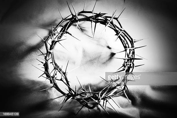 crown of thorns in black and white - good friday stock pictures, royalty-free photos & images