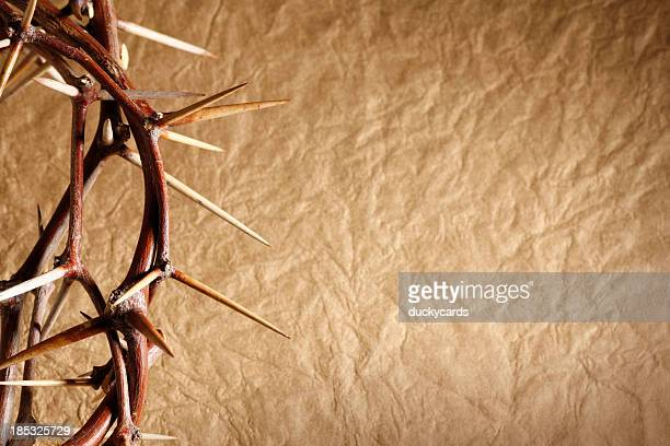 crown of thorns on gold background - good friday stock pictures, royalty-free photos & images