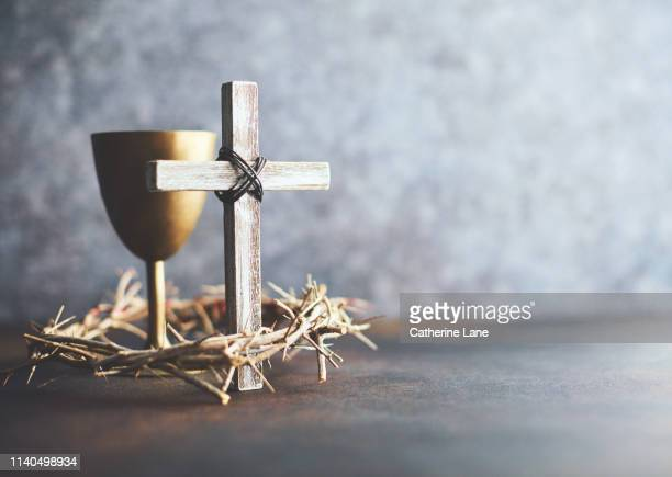 crown of thorns with cross and chalice. religious easter - jesus christ photos et images de collection