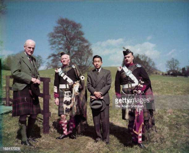 Crown Prince Akihito poses for photographs with the guards at Blair Castle on May 8, 1953 in Blair Atholl, Scotland. Crown Prince Akihito makes a...