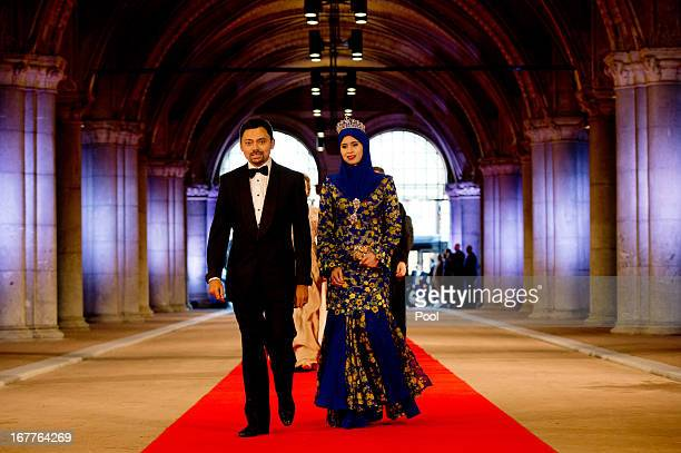 Crown Prince AlMuhtadee Billah and Princess Sarah of Brunei arrive to attend a dinner hosted by Queen Beatrix of The Netherlands ahead of her...