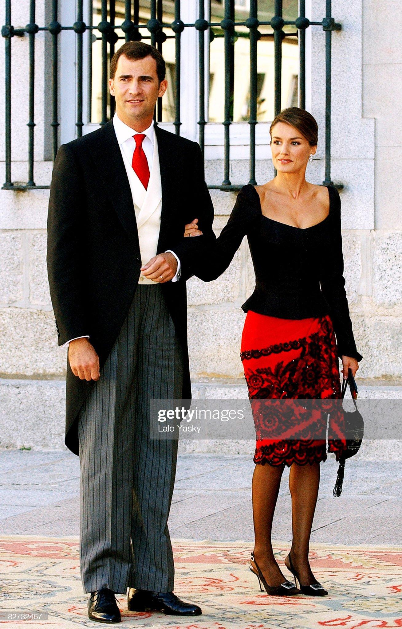 Вечерние наряды Королевы Летиции Spanish Royal Wedding of Beltran Gomez Acebo and Laura Ponte : News Photo
