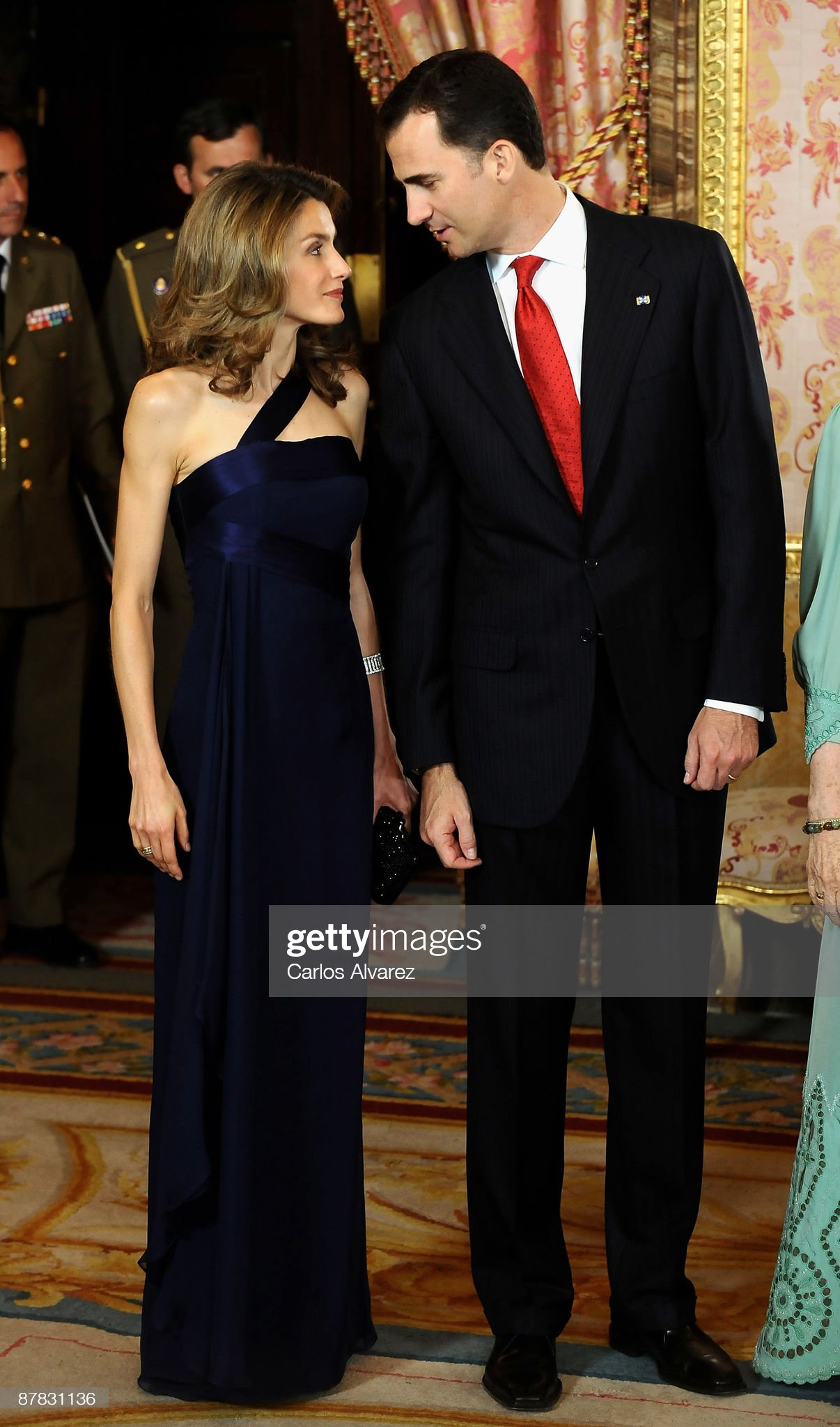 Вечерние наряды Королевы Летиции Spanish Royals Host Gala Dinner Honouring Dominican Republic President : News Photo