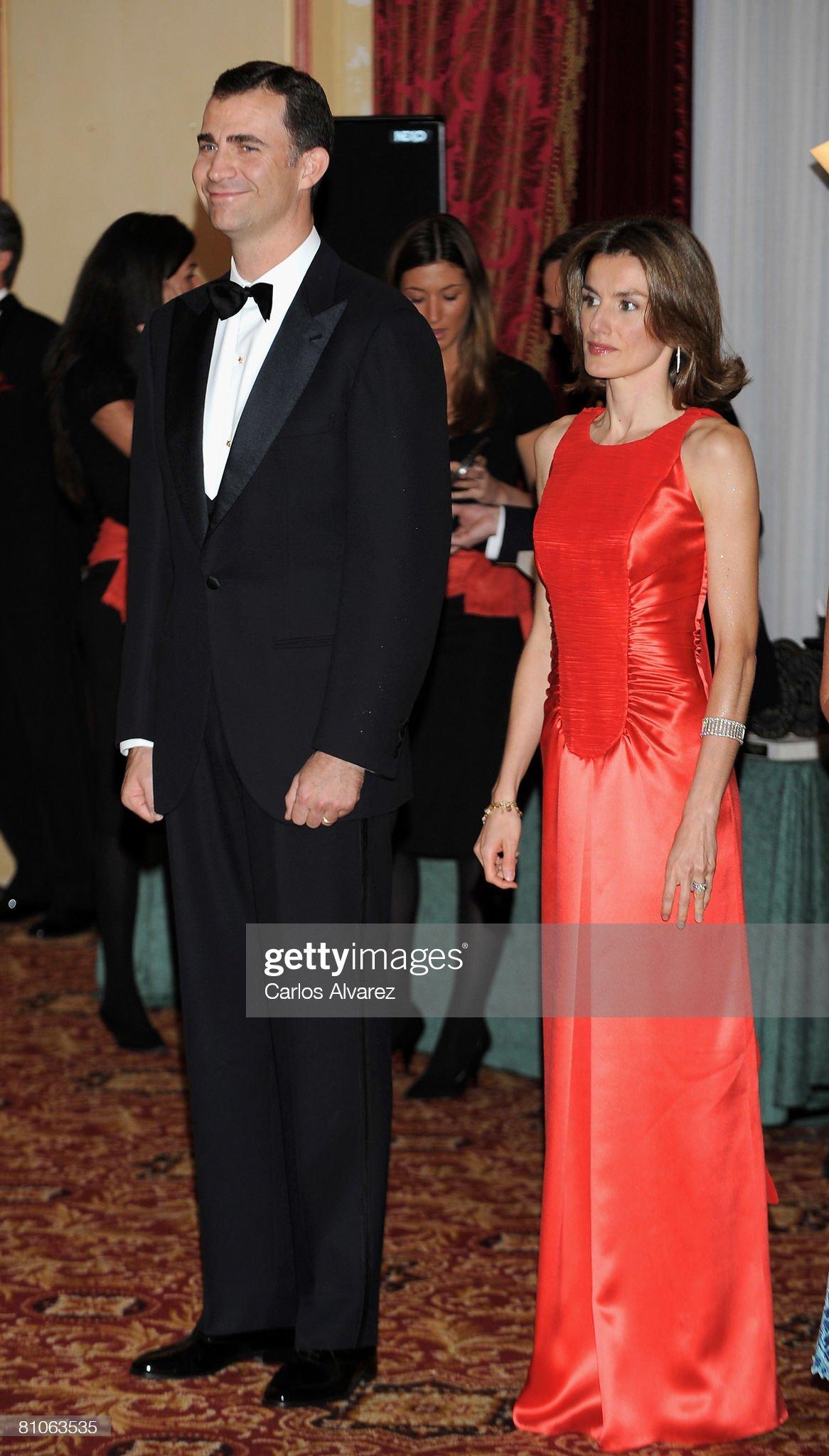 Вечерние наряды Королевы Летиции Prince Felipe & Princess Letizia At