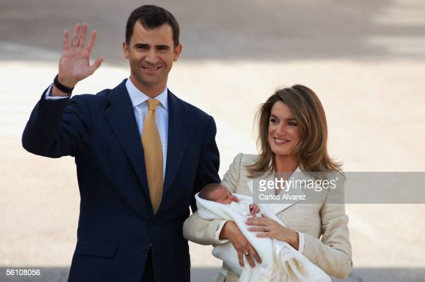 Crown Prince Felipe of Spain and his wife Princess Letizia and new baby daughter Leonor leave the Ruber International clinic on November 7 2005 in...
