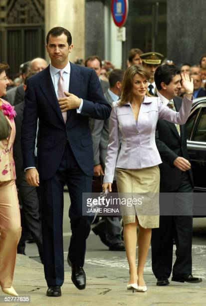Crown Prince Felipe of Spain and his wife Princess Letizia waves during the oficcial visit to Balearic Islands in Palma de Mallorca Spain 09 May 2005...