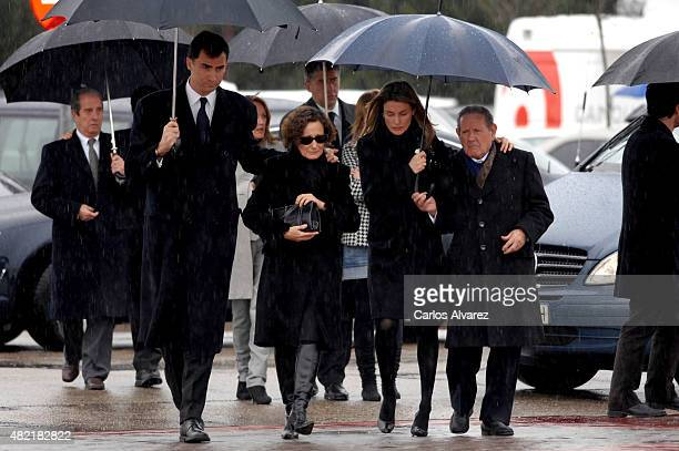Crown Prince Felipe of Spain Letizia's mother Paloma Rocasolano Princess Letizia of Spain and her grandfather Francisco Rocasolano attend the funeral...