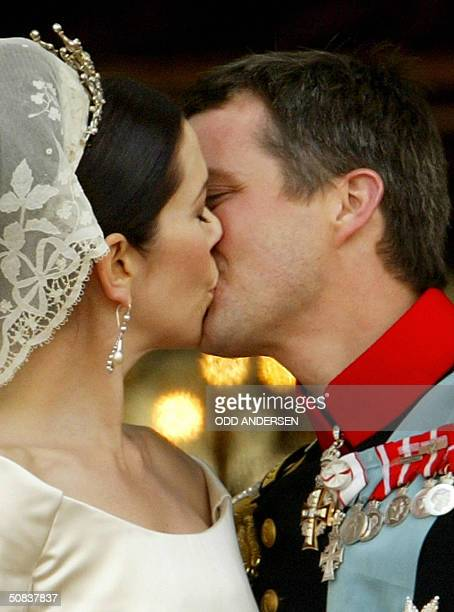 Crown prince Frederik and Crown princess Mary of Denmark kiss in front of thousands of wellwishers standing on the balcony of Amalienborg castle 14...