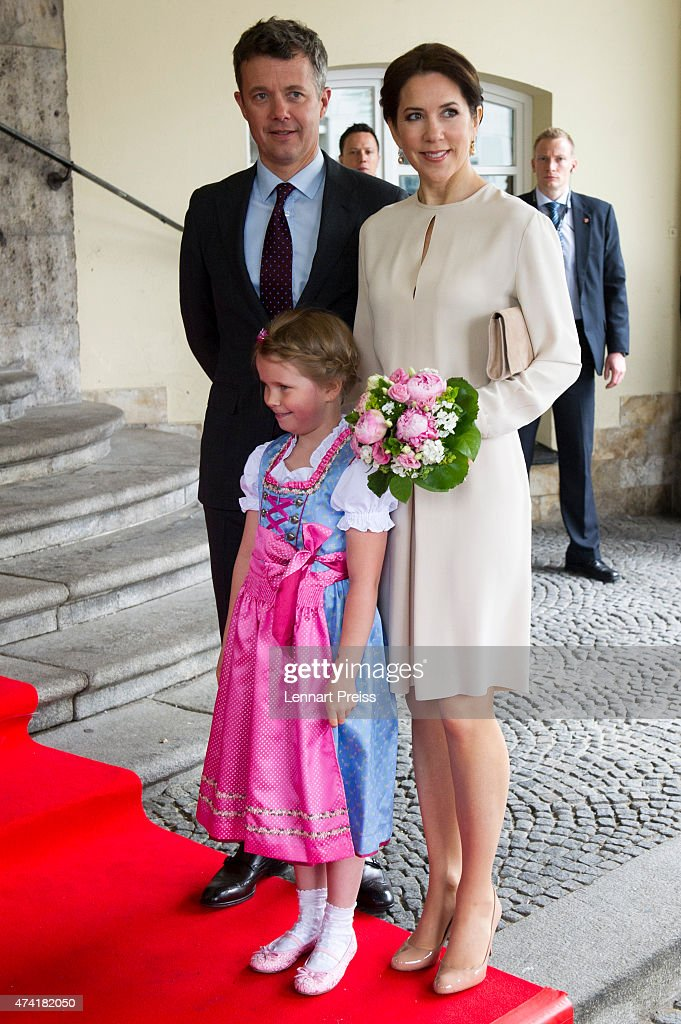 Crown Prince Frederik And Crown Princess Mary Of Denmark Visit Germany : ニュース写真