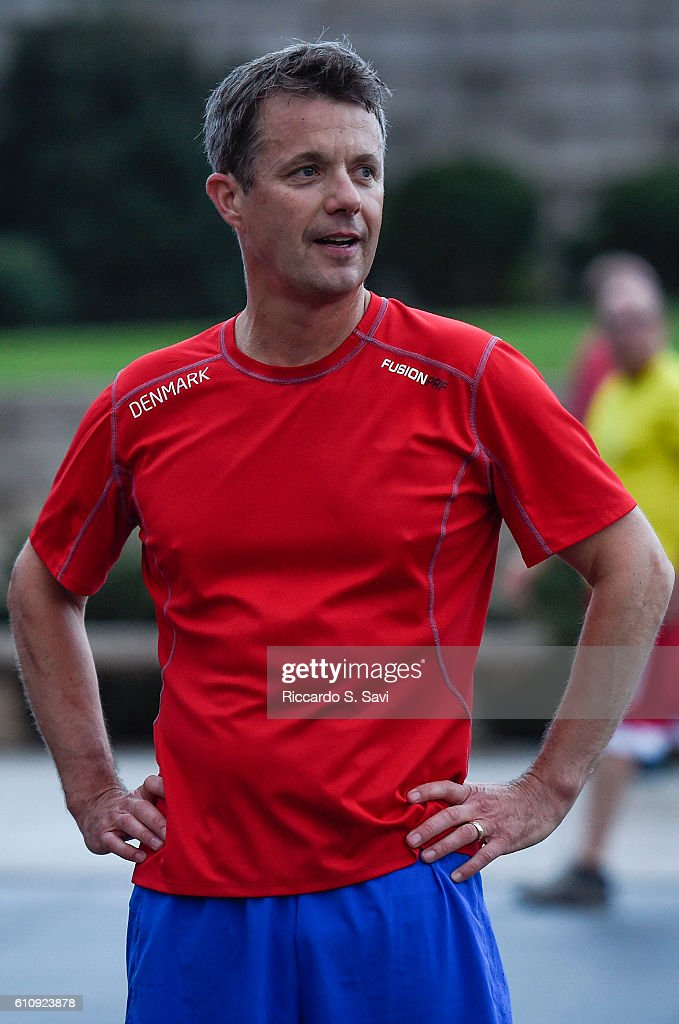 Crown Prince Frederik of Denmark runs with Wounded Warriors near the Lincoln Memorial on September 28, 2016 in Washington, DC.