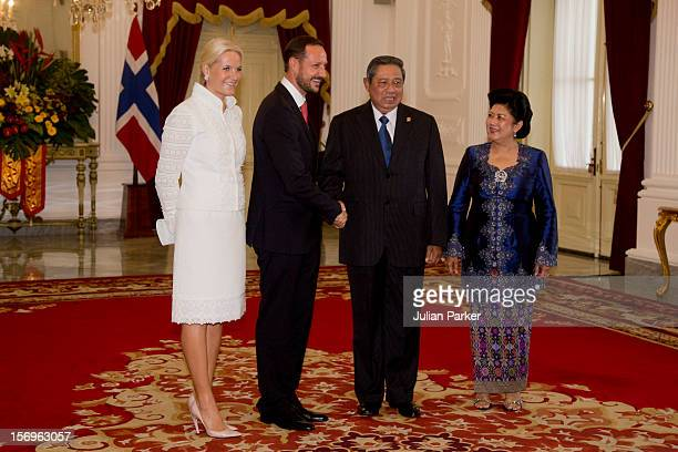 12d34bf5 Crown Prince Haakon of Norway and Crown Princess MetteMarit of Norway  attend a meeting with President