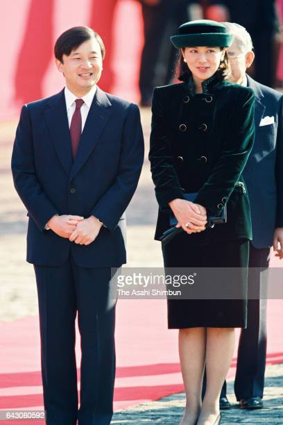 Crown Prince Naruhito and Crown Princess Masako attend the welcome ceremony for Chinese President Jiang Zemin at the Akasaka State Guest House on...