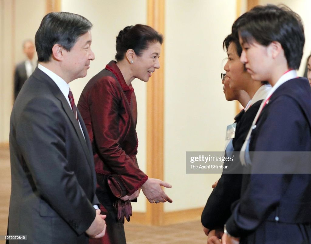 crown-prince-naruhito-and-crown-princess-masako-talk-with-winners-picture-id1075270846