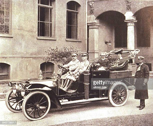 crown prince of the German Empire and Prussia and his wife in a car standing next to the car prince Heinrich von Preussen