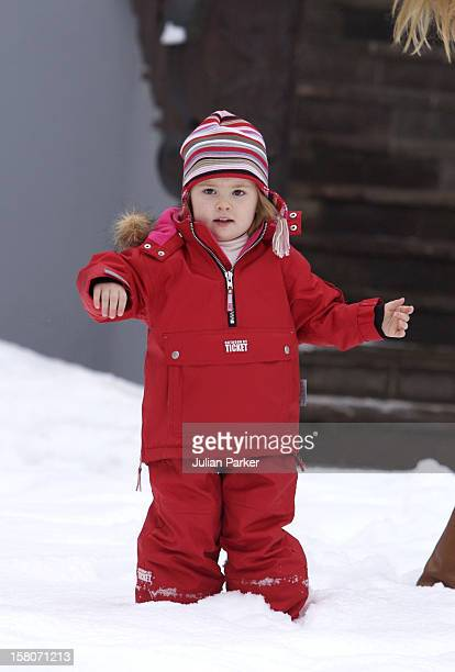 Crown Prince Willem-Alexander & Crown Princess Maxima Of Holland, With Daughters Princess Catharina-Amalia & Princess Alexia, Pose For Photographs At...