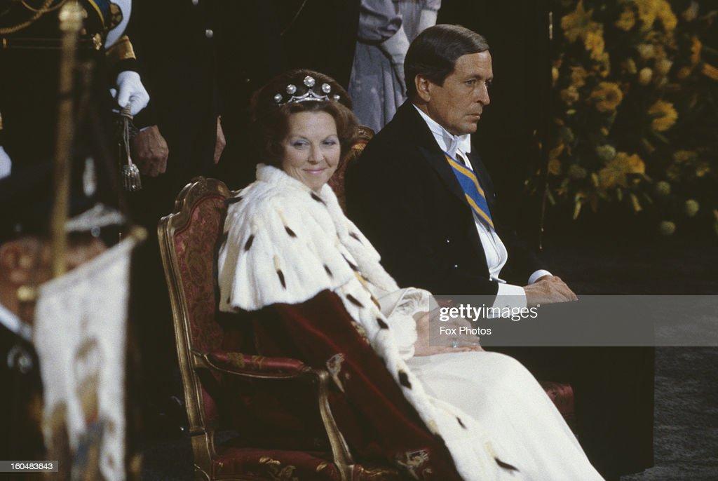 Beatrix Crowned Queen : News Photo