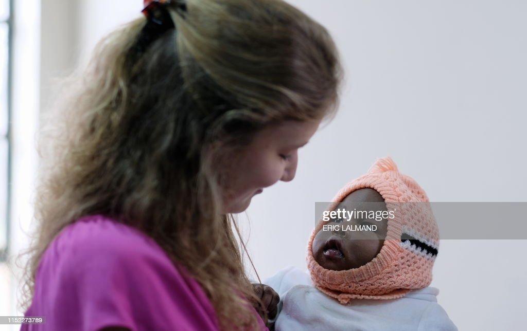 KENYA BELGIAN ROYALS VISIT UNICEF DAY TWO : Nachrichtenfoto