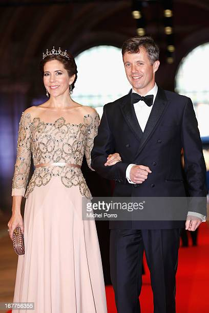 Crown Princess Mary of Denmark and Crown Prince Frederik of Denmark arrive at a dinner hosted by Queen Beatrix of The Netherlands ahead of her...