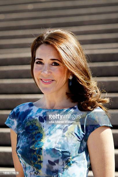 Crown Princess Mary of Denmark arrives at the Opera House forecourt on October 24 2013 in Sydney Australia Prince Frederik and Princess Mary will...