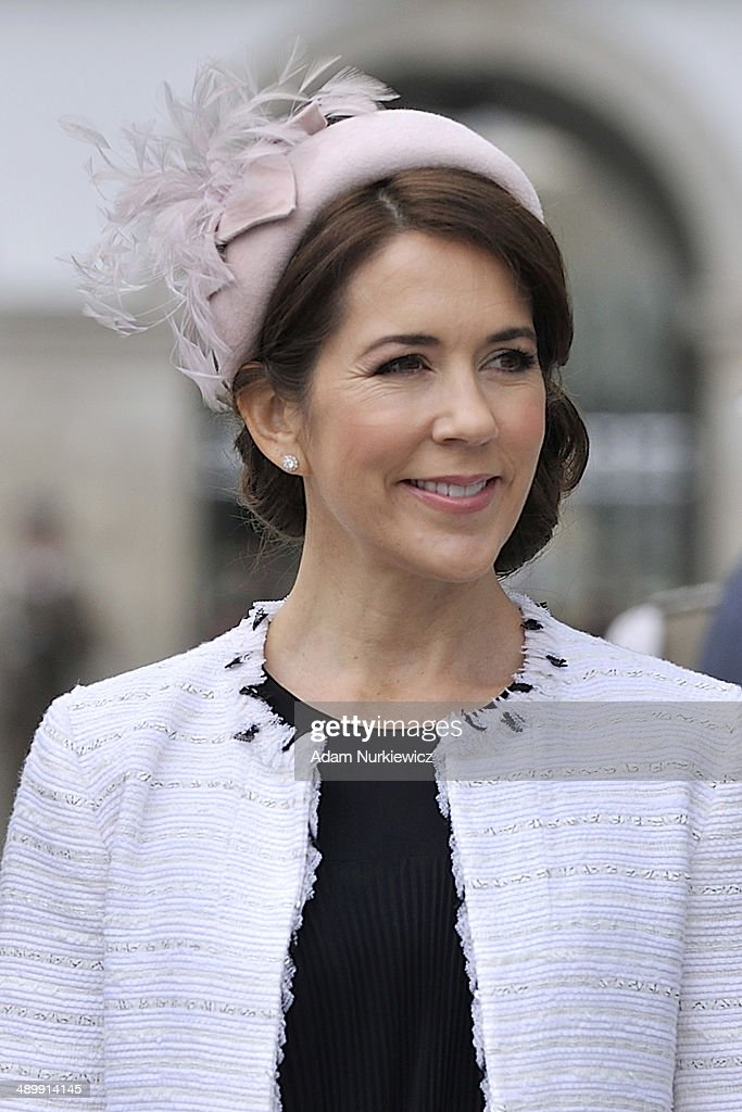 Crown Princess Mary of Denmark visits the Tomb of the Unknown Soldier as part of her visit to Poland on May 12, 2014 in Warsaw, Poland.
