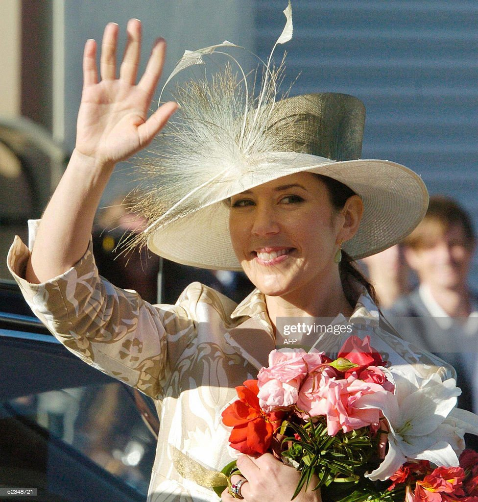 Crown Princess Mary of Denmark waves to : News Photo