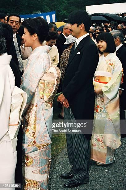 Crown Princess Masako Prince Akishino and Princess Sayako talk with guests during the spring garden party hosted by Emperor Akihito at Akasaka...