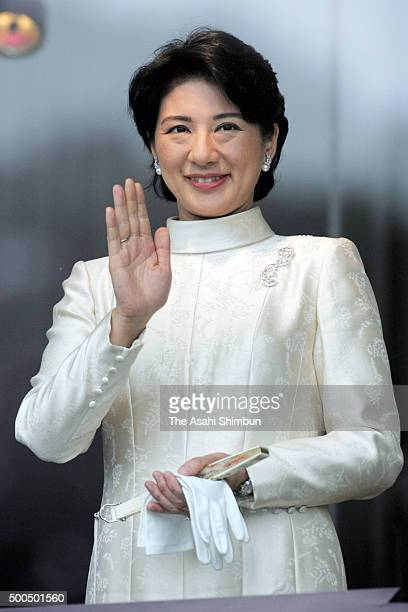 Crown Princess Masako waves to wellwishers during the New Year celebration at the Imperial Palace on January 2 2006 in Tokyo Japan
