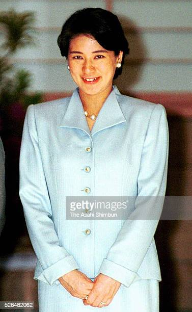 Crown Princess Masako welcomes Crown Prince Naruhito at the Togu Palace on May 25 2001 in Tokyo Japan