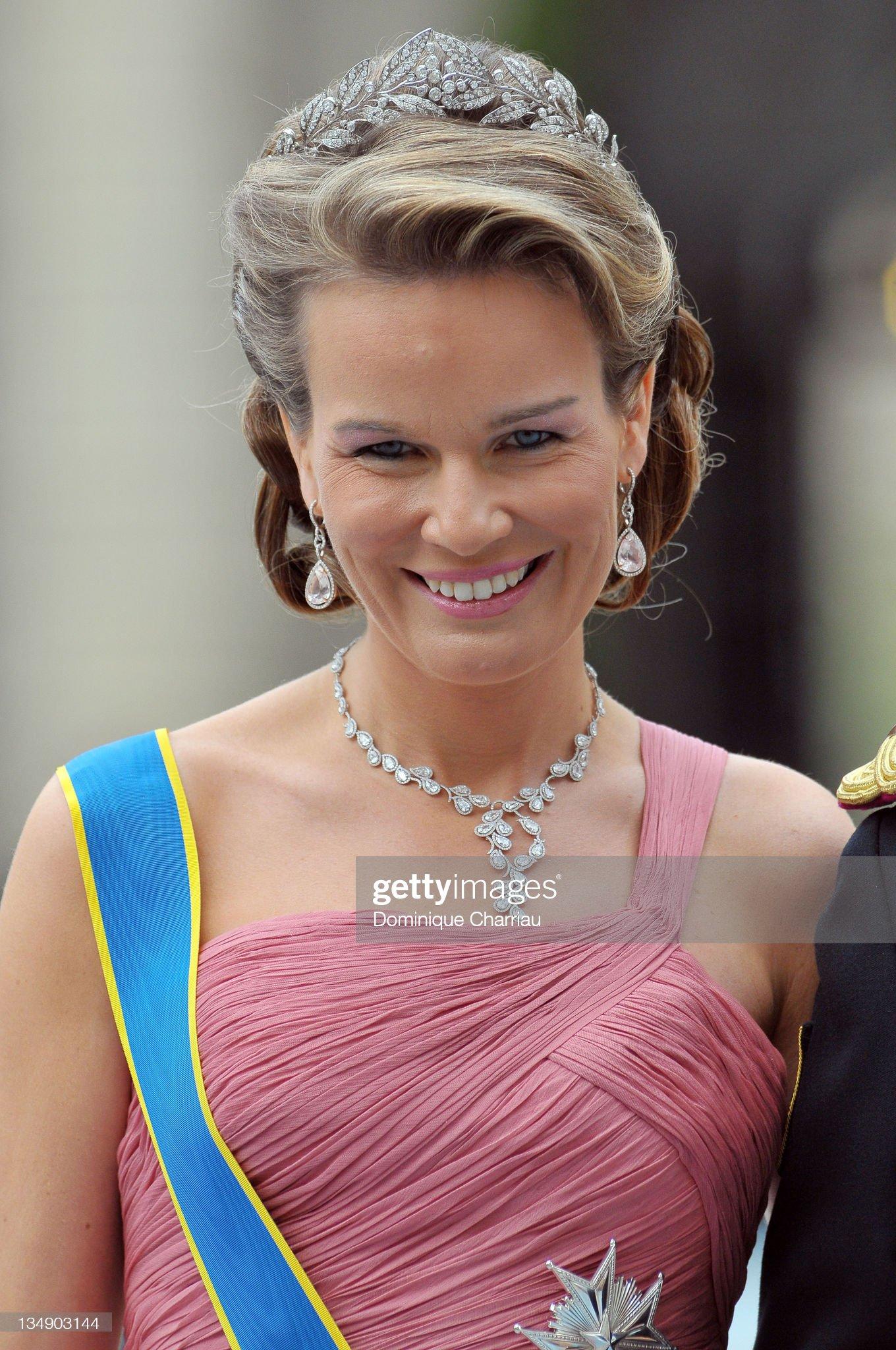 Вечерние наряды Королевы Матильды Wedding Of Swedish Crown Princess Victoria & Daniel Westling - Arrivals : News Photo