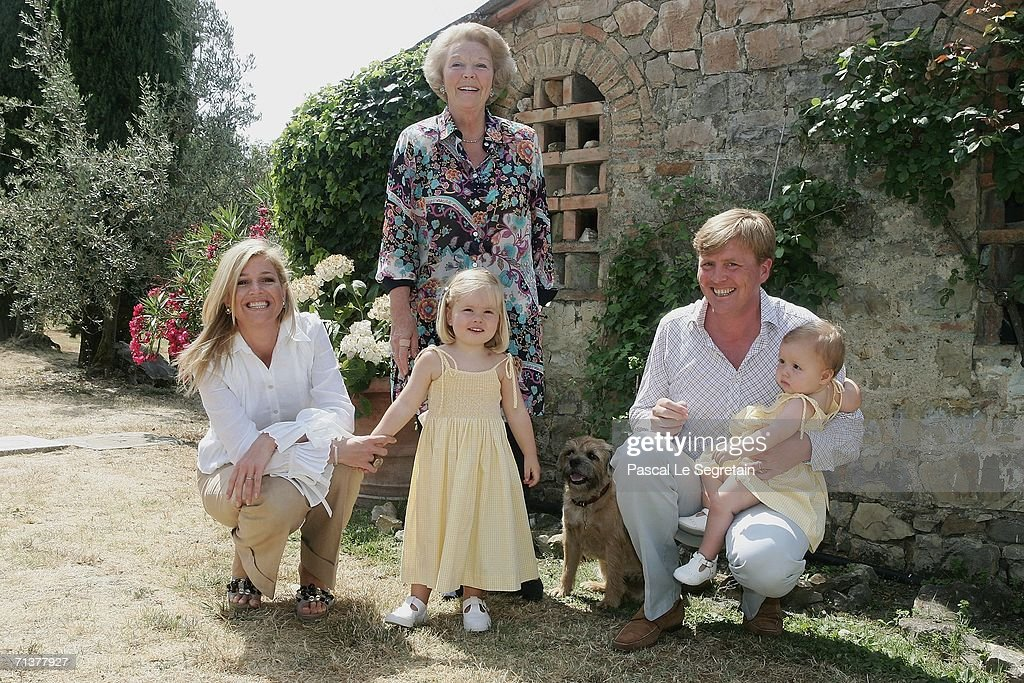 Photocall for Dutch Royal Family on vacation in Italy : Nieuwsfoto's
