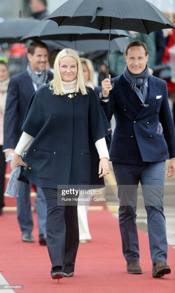 King and Queen Of Norway Celebrate Their 80th Birthdays - Luncheon on the Royal Yacht - Day 2 : News Photo