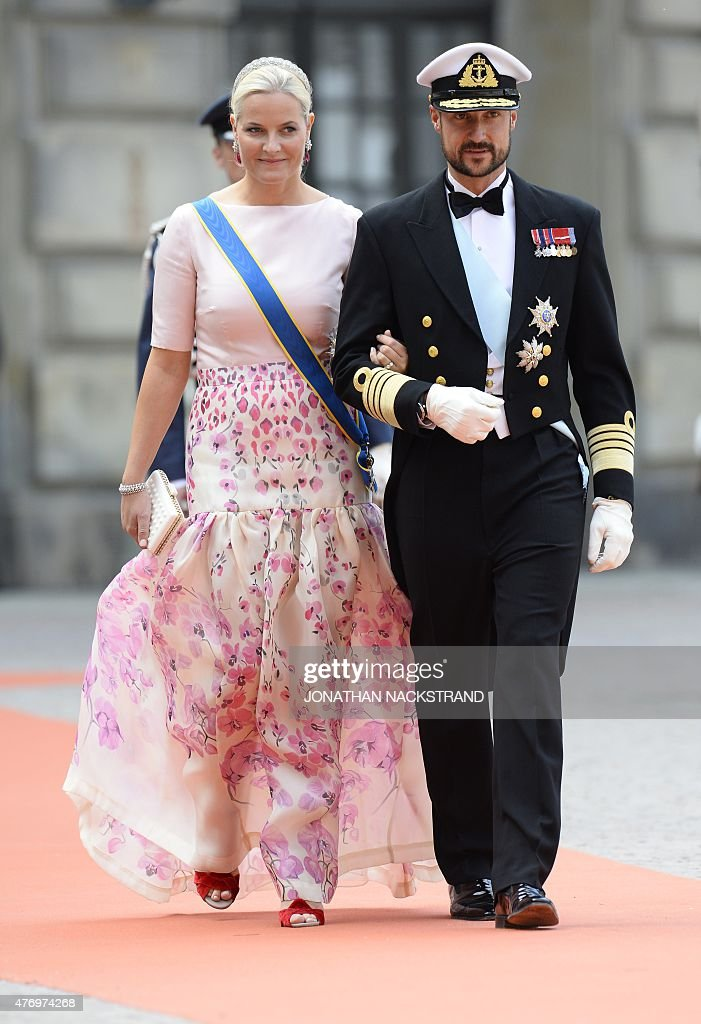 Crown Princess Mette-Marit of Norway (L) and Crown Prince Haakon of Norway arrive for the wedding of Sweden's Crown Prince Carl Philip and Sofia Hellqvist at Stockholm Palace on June 13, 2015.