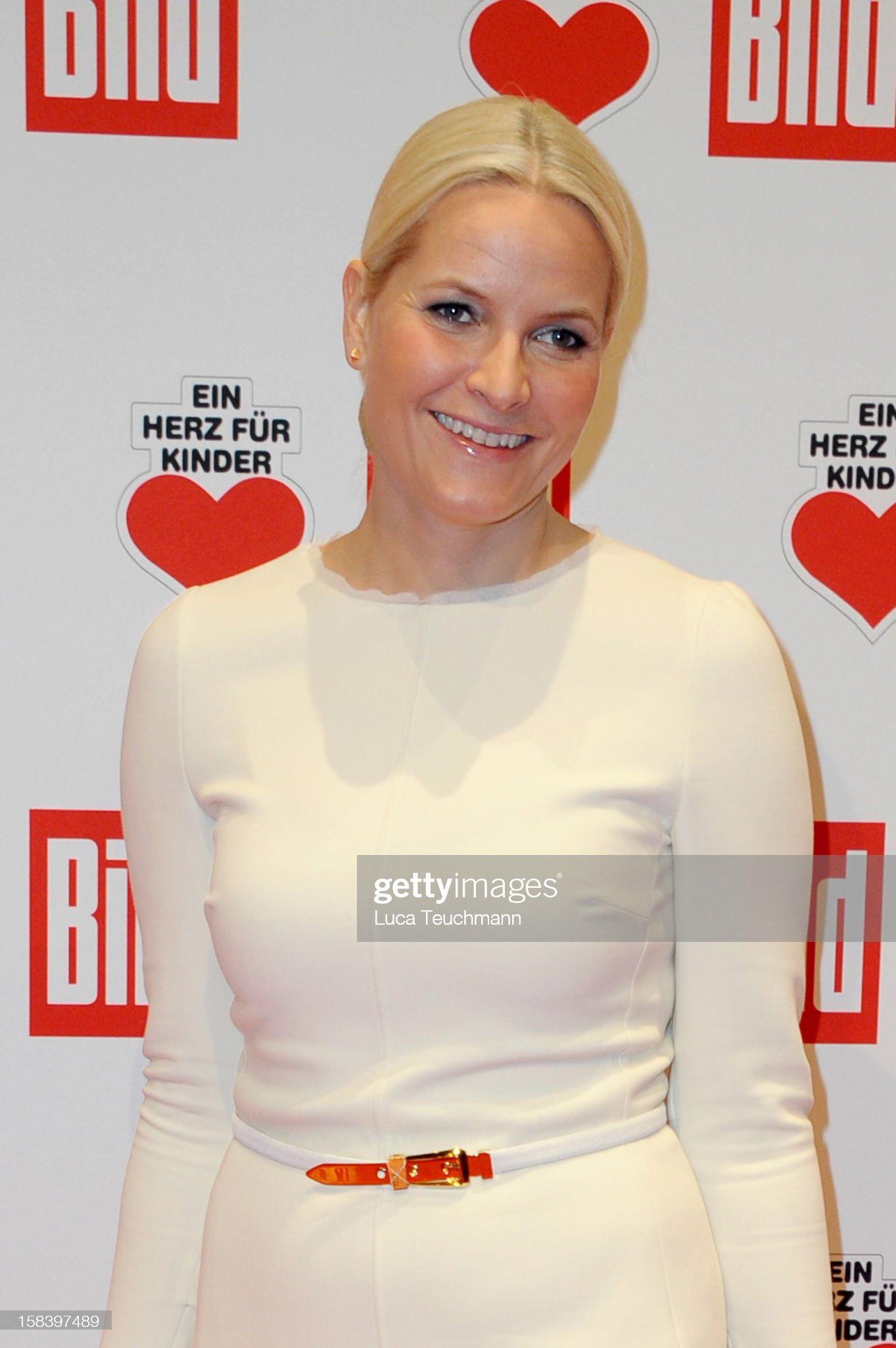 Ein Herz Fuer Kinder Gala 2012 - Red Carpet Arrivals : News Photo