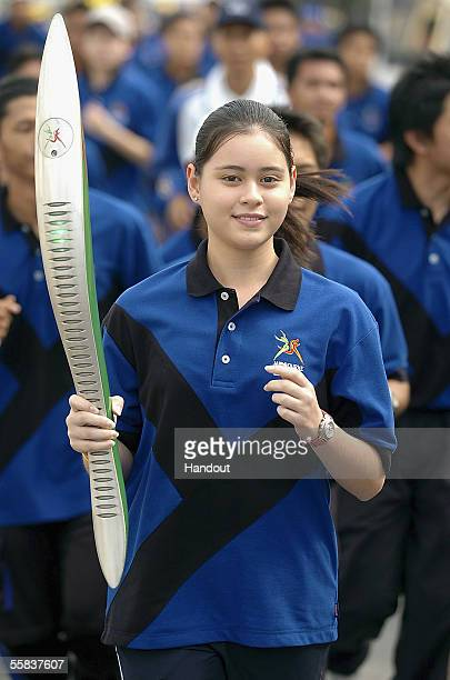 Crown Princess Sarah of Brunei is joined by fellow national and amateur squash athletes during the Brunei leg of the Melbourne 2006 Queen's Baton...