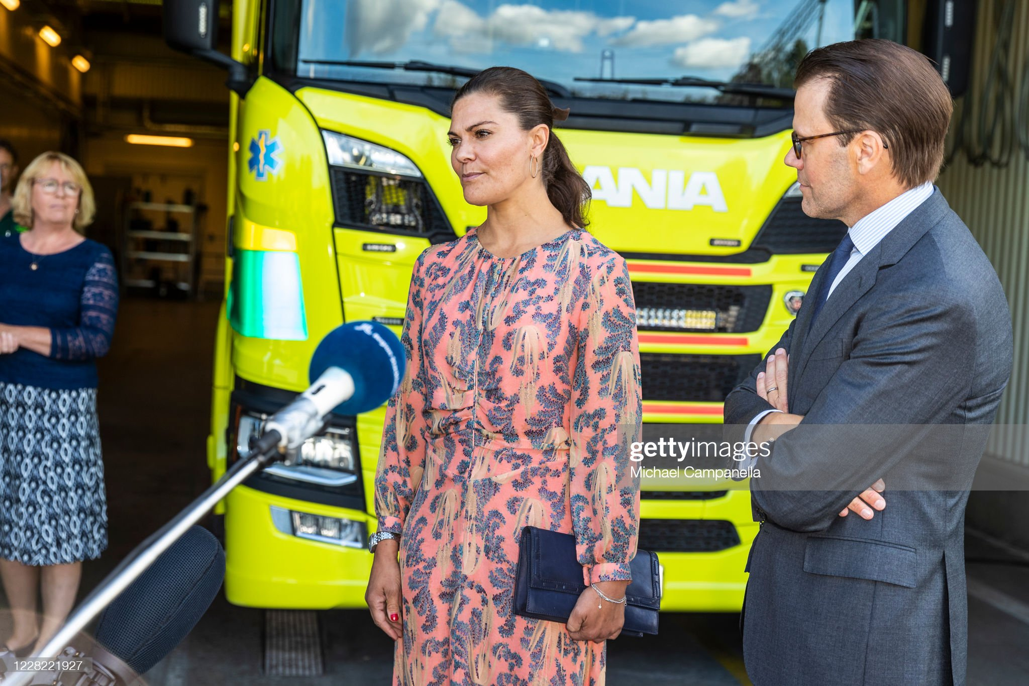 crown-princess-victoria-and-prince-daniel-of-sweden-visit-an-station-picture-id1228221927