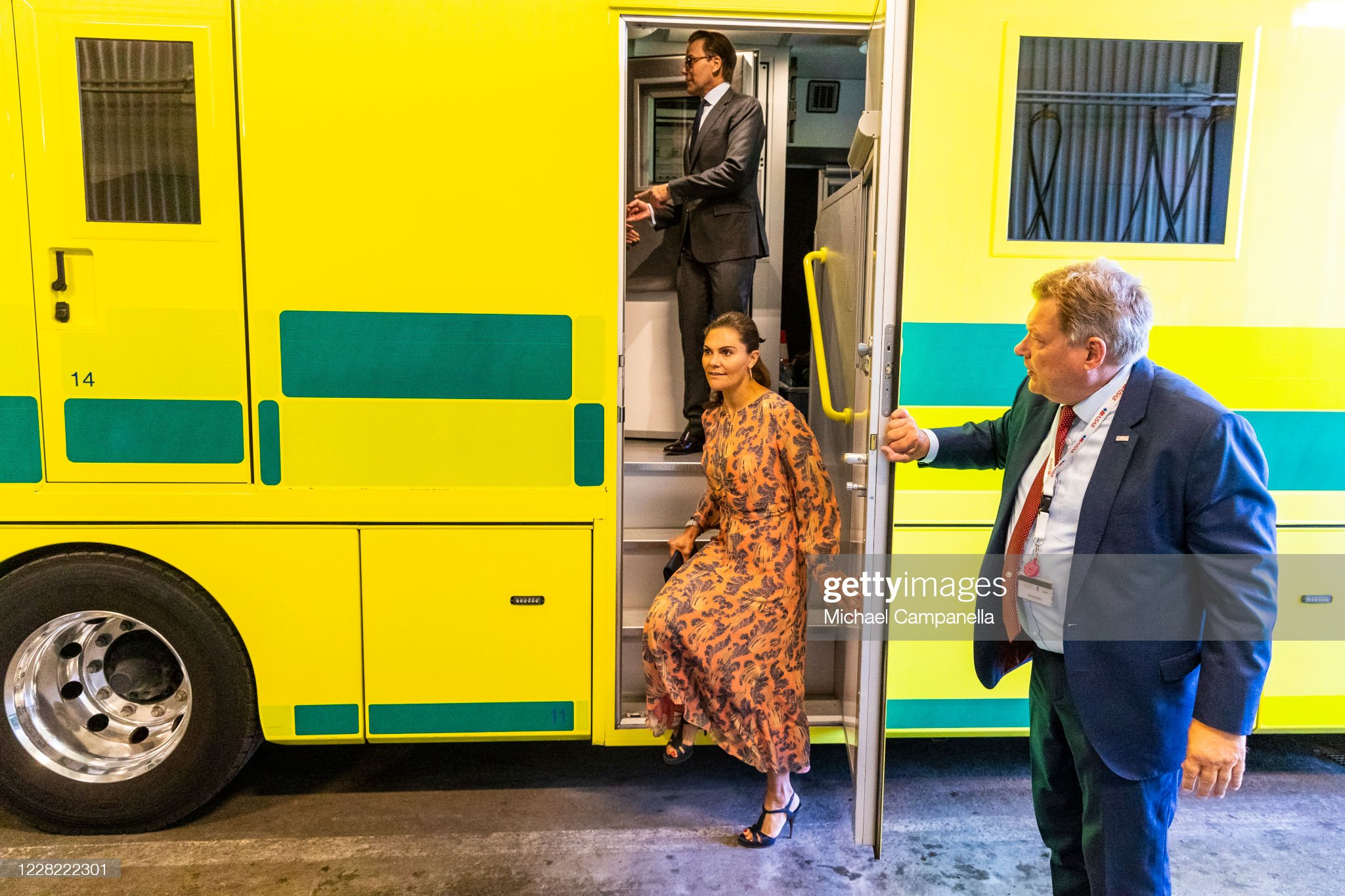 crown-princess-victoria-and-prince-daniel-of-sweden-visit-an-station-picture-id1228222301