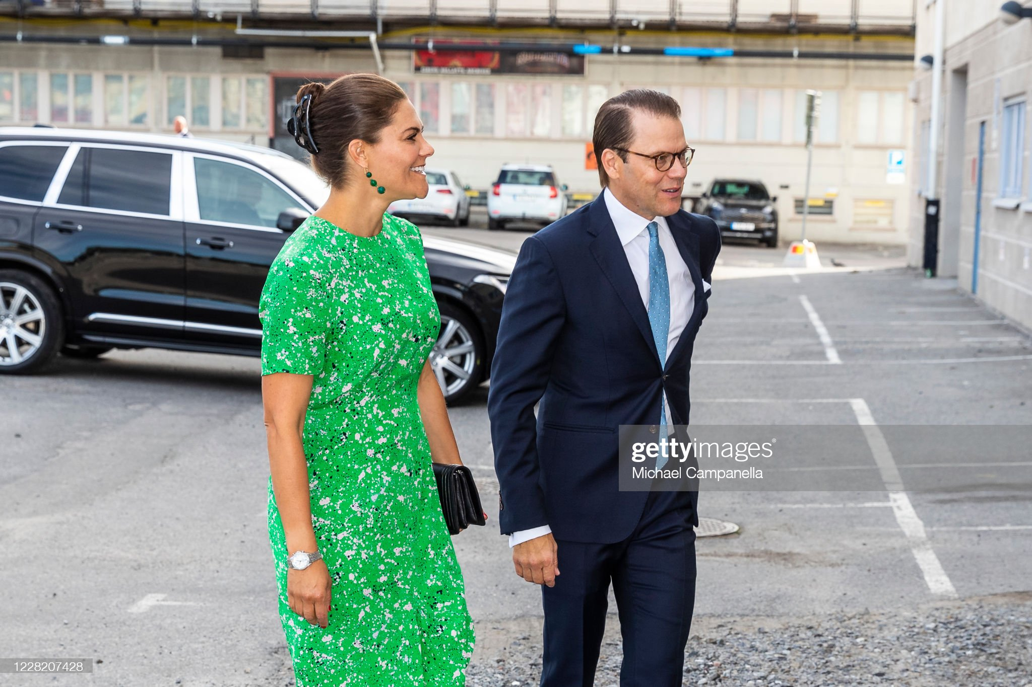 crown-princess-victoria-and-prince-daniel-of-sweden-visit-the-artist-picture-id1228207428