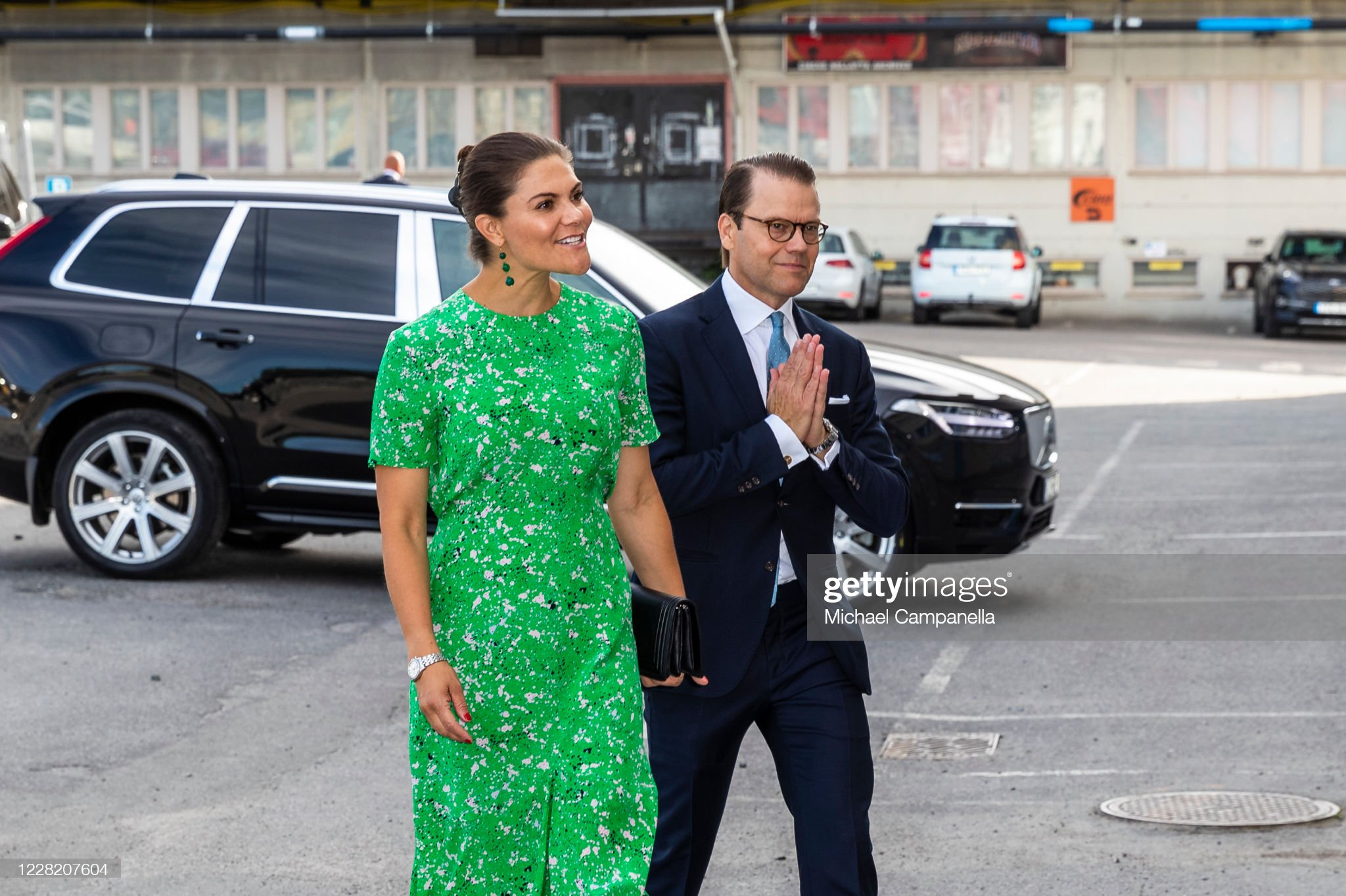 crown-princess-victoria-and-prince-daniel-of-sweden-visit-the-artist-picture-id1228207604