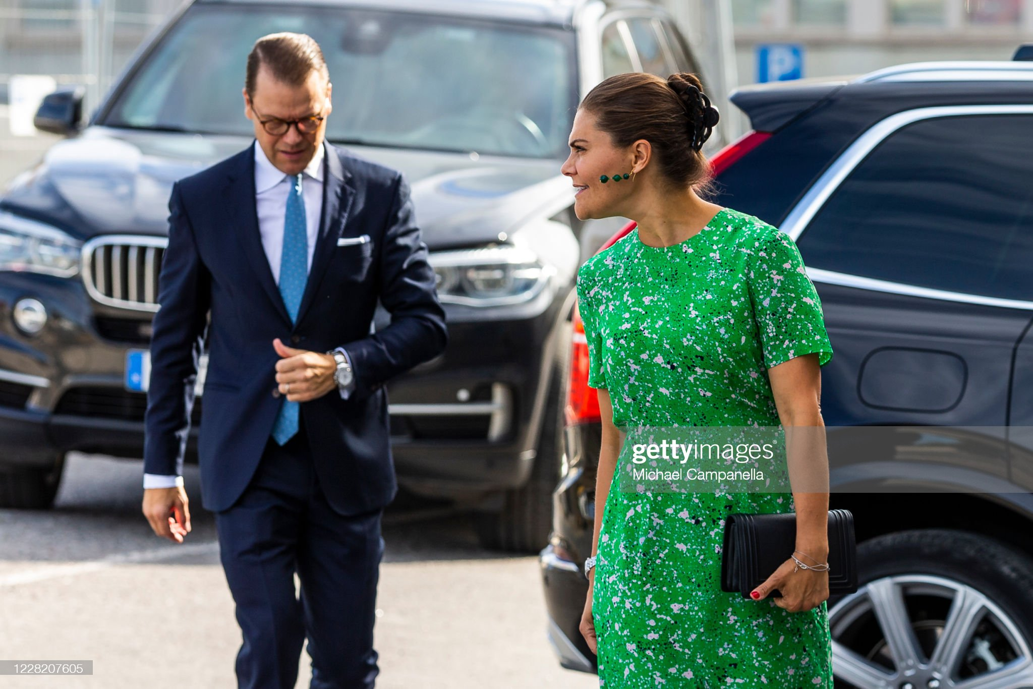 crown-princess-victoria-and-prince-daniel-of-sweden-visit-the-artist-picture-id1228207605