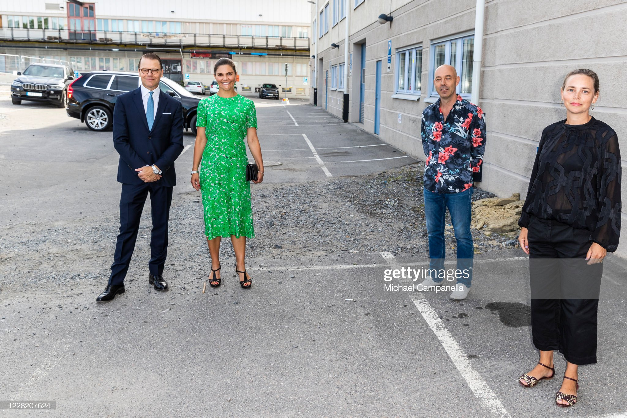 crown-princess-victoria-and-prince-daniel-of-sweden-visit-the-artist-picture-id1228207624